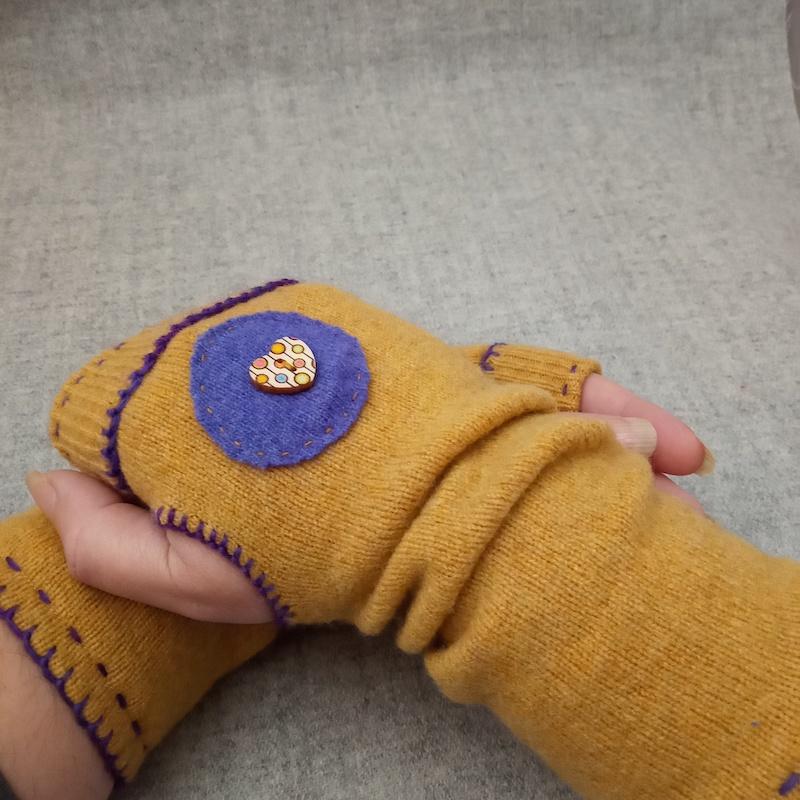 Wristwarmers (mustard and purple)