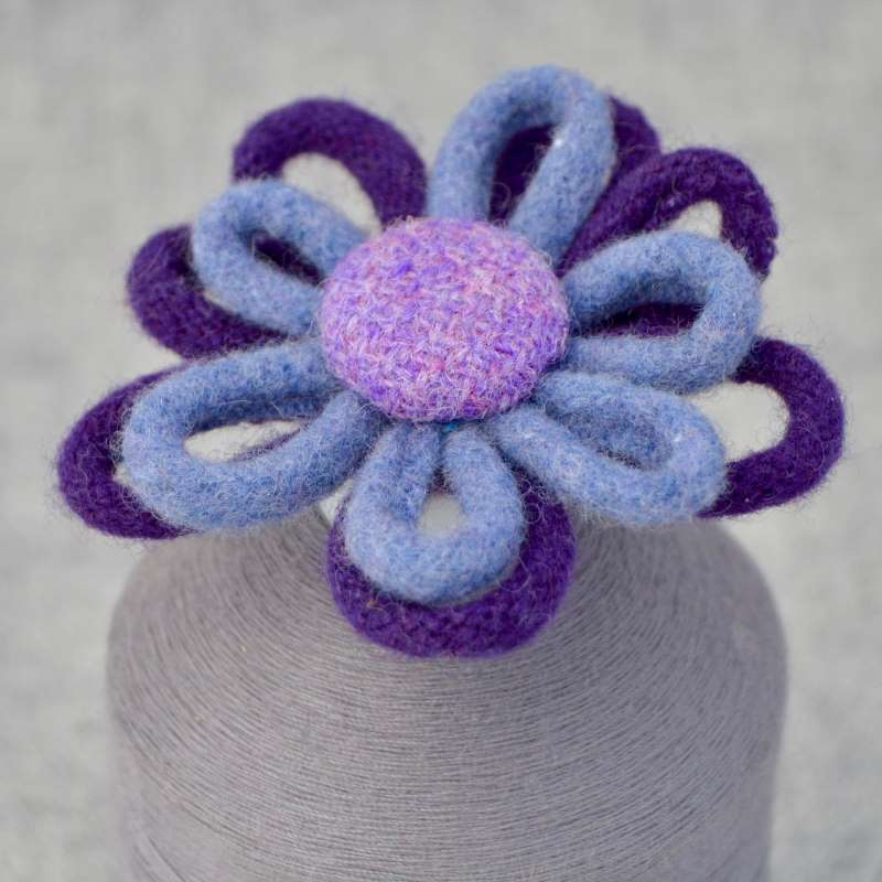 Daisy Chain Brooch (purple & lilac)