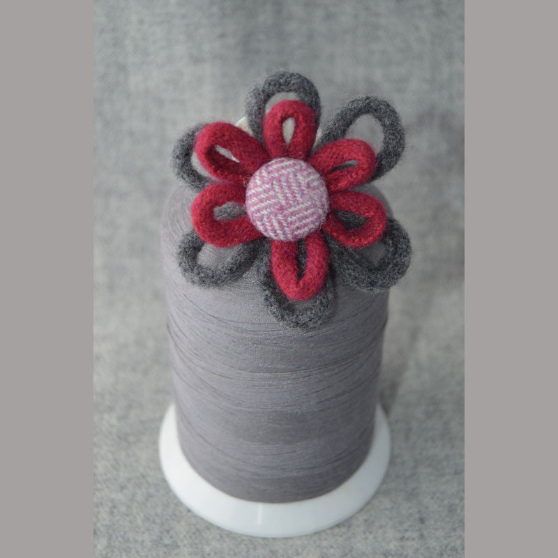 Daisy Chain Brooch (red & grey)
