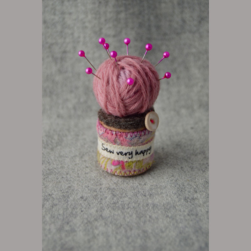 Pin Cushion (happy pink)