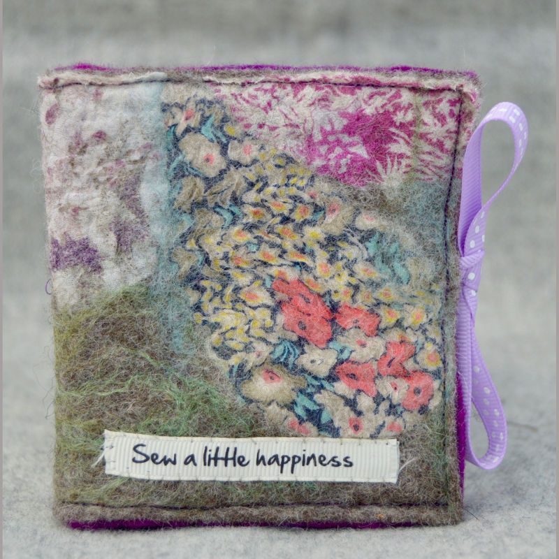 Needle case (sew a little happiness pink)
